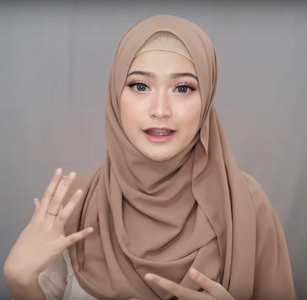 Tutorial Pashmina Diamond Menutup Dada Hijab Review